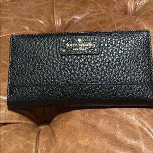 Kate Spade Bay Street black wallet WLRU2642